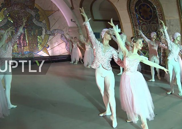 Moskova Metrosu'nda bale gecesi