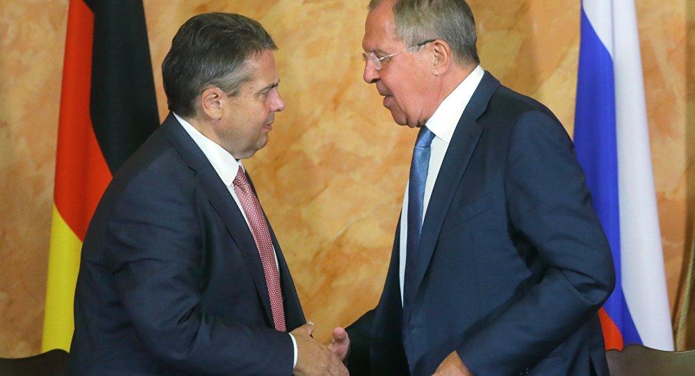 Almanya Dışişleri Bakanı Sigmar Gabriel ile Rus mevkidaşı Sergey Lavrov