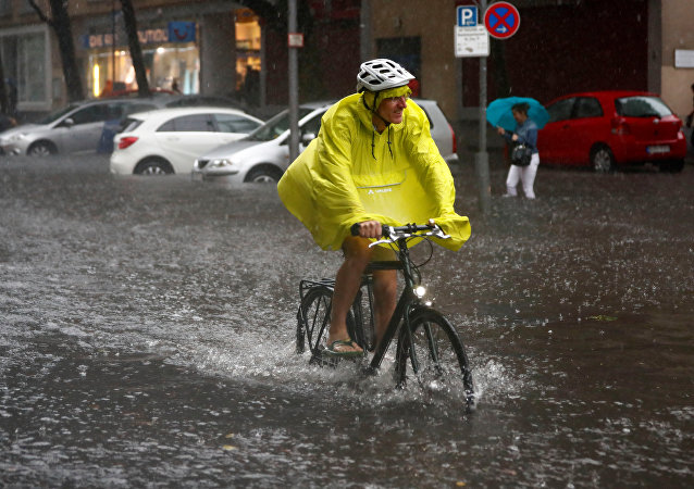 Berlin yağmura teslim oldu