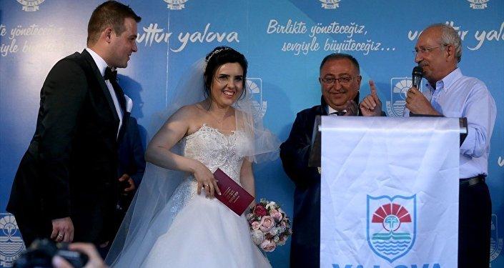 CHP Genel Başkanı Kemal Kılıçdaroğlu nikah şahidi oldu