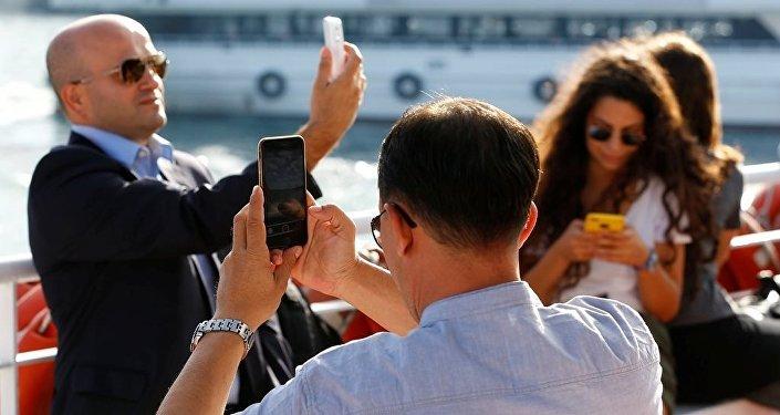 Selfie - sosyal medya - cep telefonu