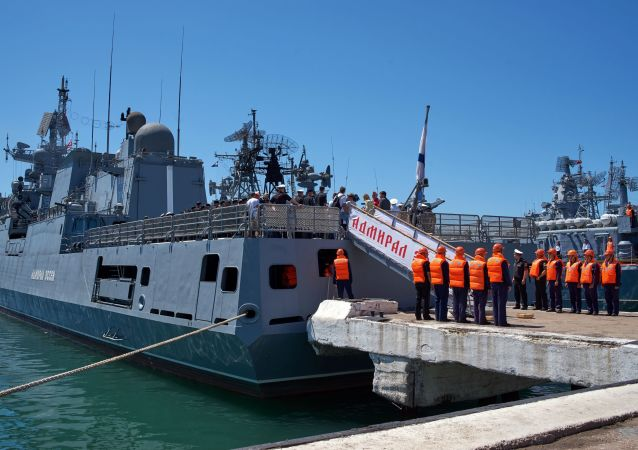 Rus Amiral Essen fırkateyni  için Sivastopol'de karşılama töreni