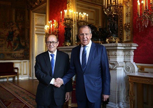 Rusya Dışişleri Bakanı Sergey Lavrov ile Fransız mevkidaşı Jean-Yves Le Drian