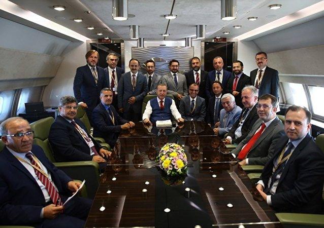 Cumhurbaşkanı Recep Tayyip Erdoğan uçakta gazetecilerle