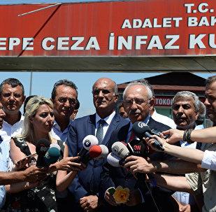 CHP Genel Başkanı Kemal Kılıçdaroğlu,  İstanbul Milletvekili Enis Berberoğlu'nu Maltepe Cezaevi'nde ziyaret etti.