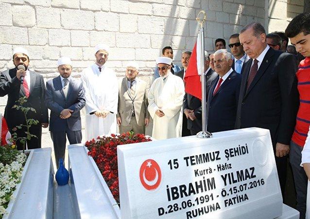 Cumhurbaşkanı Recep Tayyip Erdoğan - Başbakan Binali Yıldırım / 15 Temmuz Şehitliği