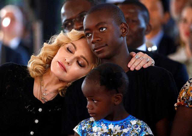 Madonna ve çocukları