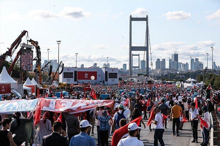 15 Temmuz Şehitler Köprüsü'nde binlerce kişi buluştu.
