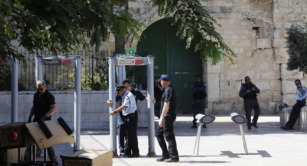 3 gündür kapalı tutulan Mescid-i Aksa'nın girişine metal dedektör kuruldu