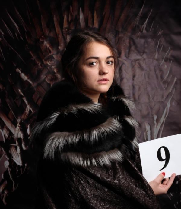 Rusya'nın kendisine ait bir Arya Stark'ı da var. Novosibirsk'te yaşayan Rus 'Arya Stark' Maria, Game of Thrones dizisi karakterlerine benzer kişiler arasında düzenlenen yarışmada birinciliği elde etti.