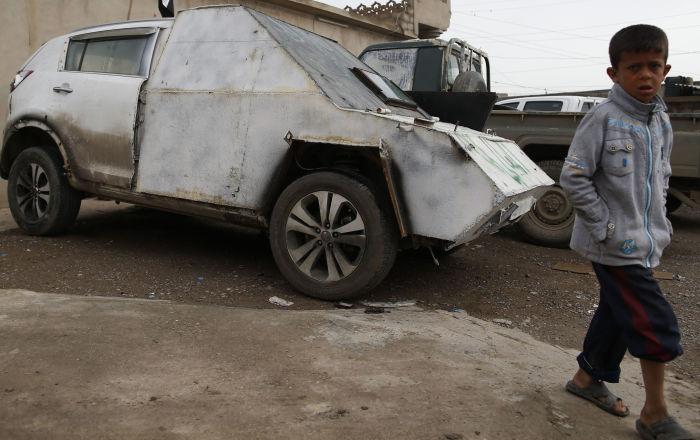 IŞİD'in 'Mad Max' tarzı saldırı araçları Musul'da sergilendi