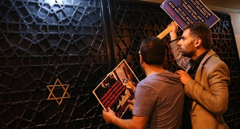 Alperen Ocakları İsrail'i protesto etmek için sinagog önünde eylem yaptı