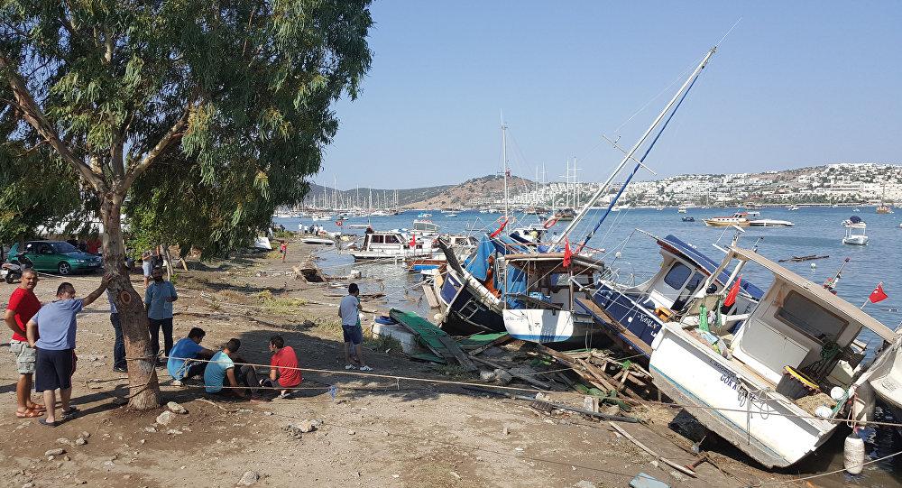 Depremin ardından Bodrum'da 10 santimetre tsunami dalgası ölçüldü. Kandilli Rasathanesi'nden yapılan açıklamaya göre, sarsıntı Muğla ili ve ilçeleri başta olmak üzere tüm Güney Batı Ege'de hissedildi. Gümbet'te tekneler tsunami dalgaları nedeniyle zarar gördü.