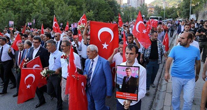 Tunceli'de 'teröre lanet' yürüyüşü