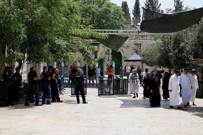 İsrail polisinin Mescid-i Aksa'ya yerleştirdiği metal dedektörler