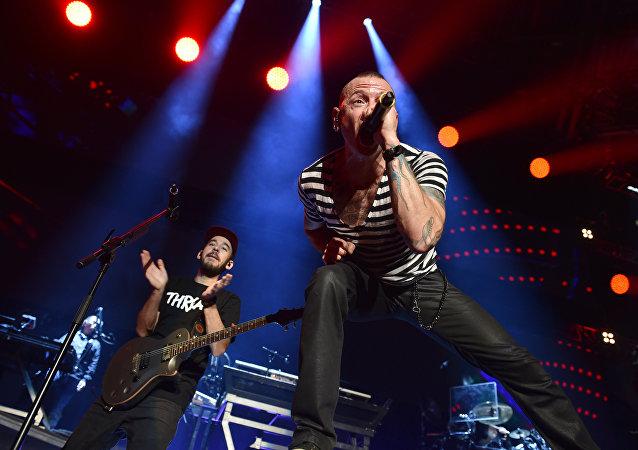 ABD'li Linkin Park grubunun üyeleri, grubun solisti Chester Bennington'un intiharının ardından, arkadaşlarının anısına, insanları intihardan caydırmaya yönelik bir site açtı