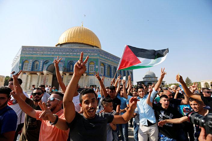 Filistinliler, iki hafta sonra ilk kez Mescid-i Aksa'ya girdi.