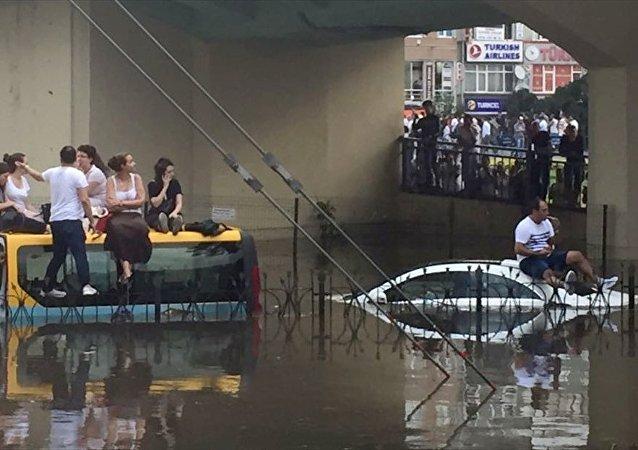 İstanbul'da şiddetli sağanak - fırtına - yağmur - dolmuş