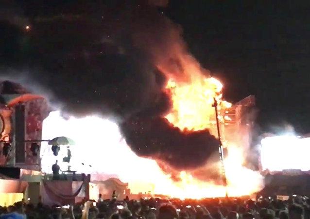 İspanya'daki müzik festivalinde yangın