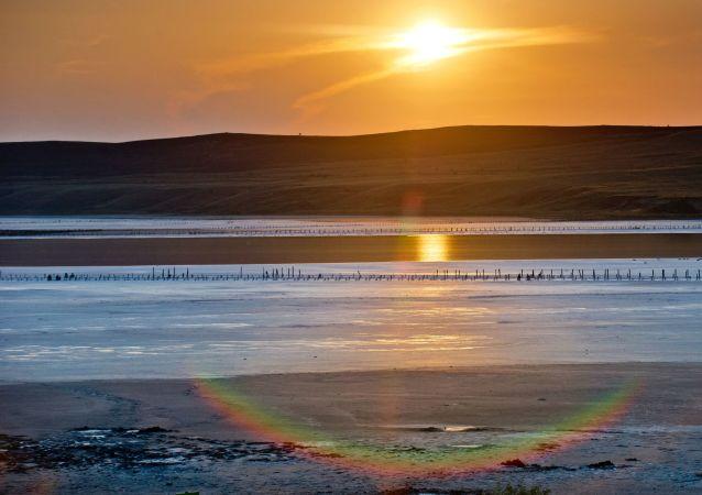 Derinliği azami 1.3 metre olan Çokrak Gölü, 3-4 kilometre genişliğe sahip.