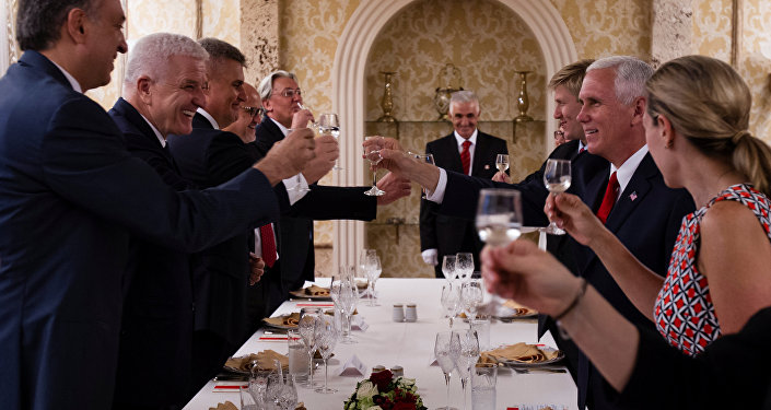 ABD Başkan Yardımcısı Mike Pence- Karadağ Başbakanı Dusko Markovic