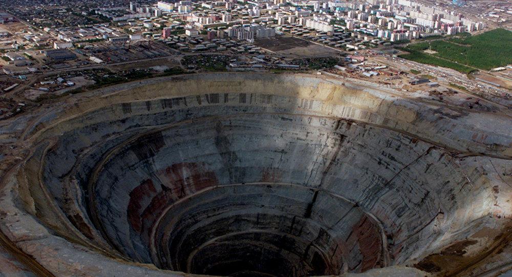 Rusya'ya bağlı Yakutistan'daki Alsora şirketine ait Mir isimli bir elmas madeni