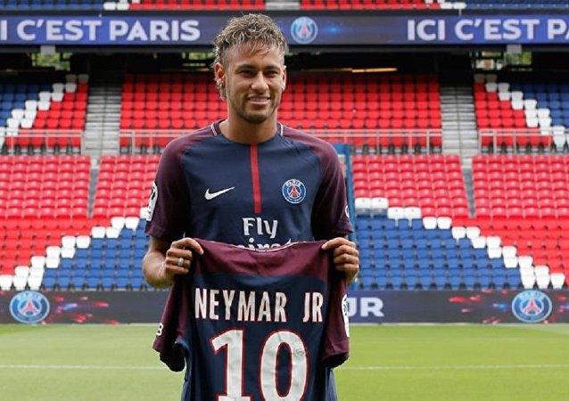 Neymar'ın yeni forması satış rekoru kırdı