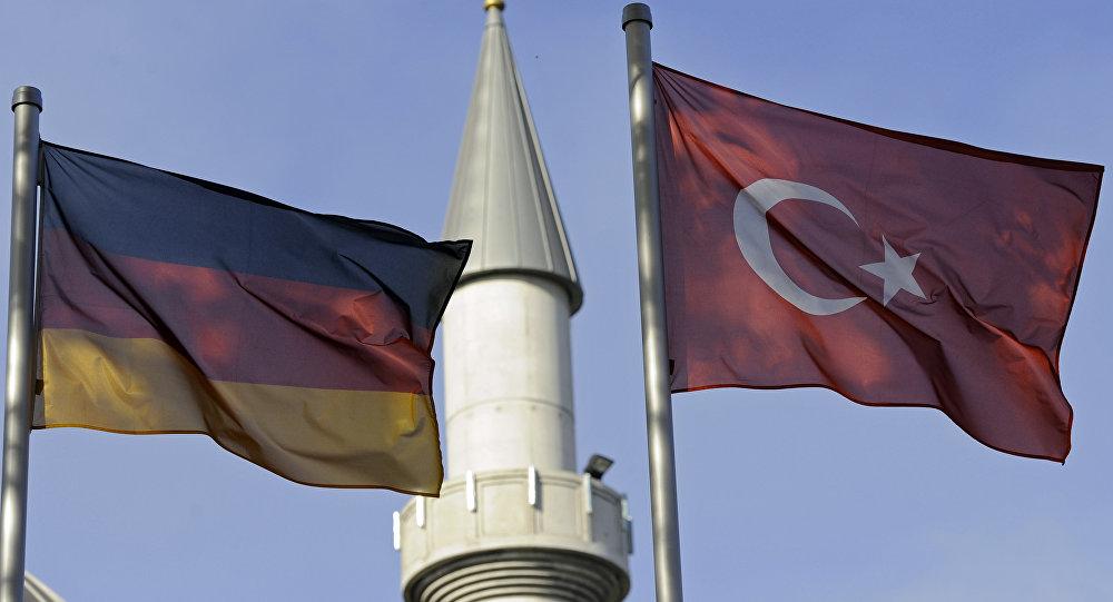 Almanya- Türkiye- Bayrak- Cami