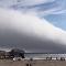 Kaliforniya'da sahilin üzerini kaplayan dev bulut 'kıyamet başladı' dedirtti