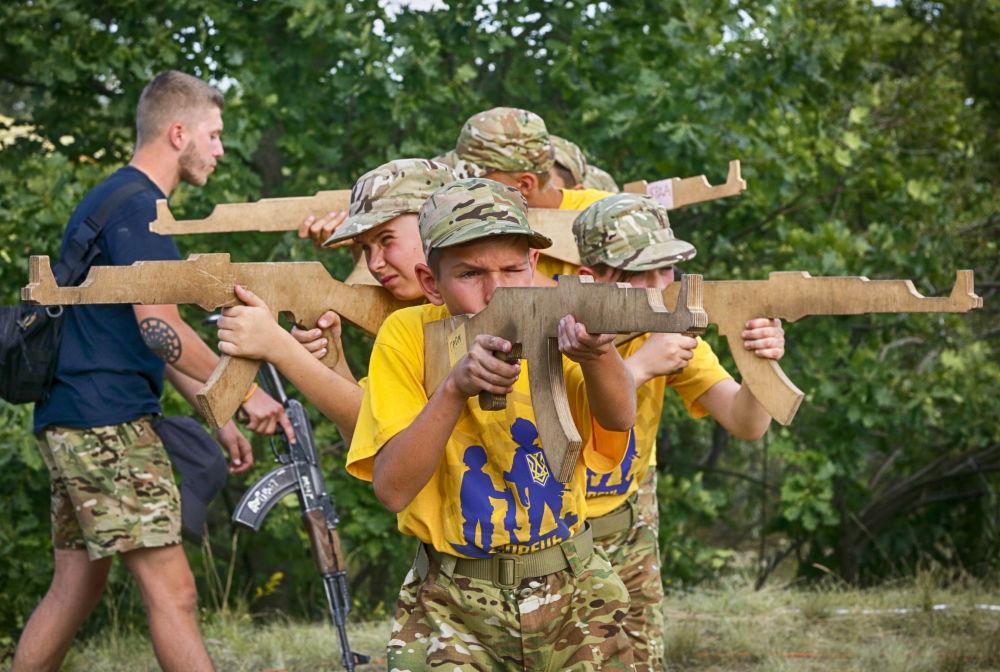 Ukraynalı Azov Taburu'nun yaz çocuk kampı