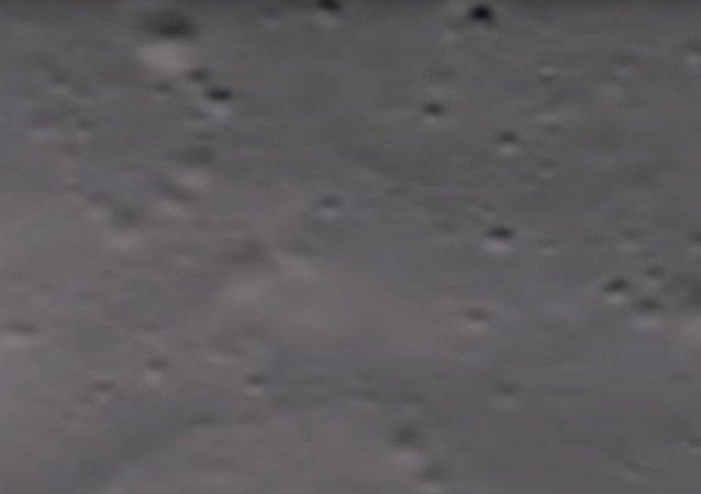 Ay'da 'süzülen UFO evi' bulundu