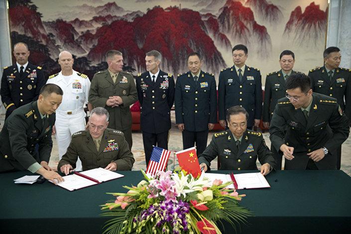 ABD Genelkurmay Başkanı Joseph Dunford ile Çinli mevkidaşı Fang Fenghui, iki ülke ordusu arasındaki iletişimi güçlendirme konusundaki anlaşmayı imzaladı