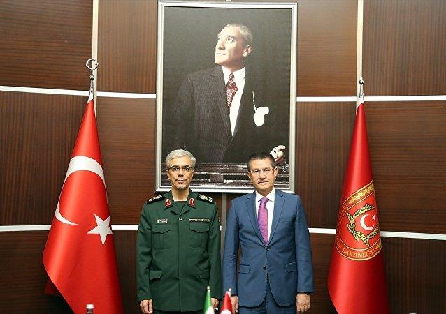 İran Genelkurmay Başkanı Muhammed Bakıri ve Türkiye Milli Savunma Bakanı Nurettin Canikli