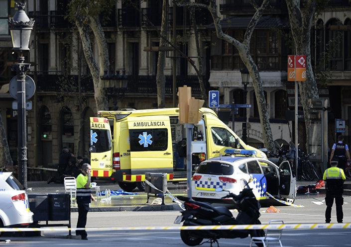 Barcelona'da minibüs kalabalığa daldı