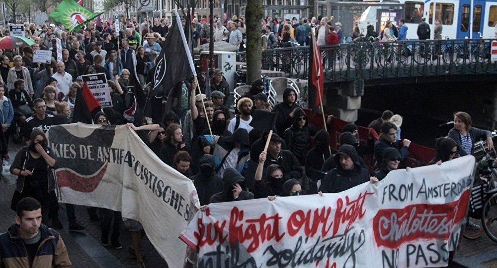 Trump Amsterdam'da protesto edildi