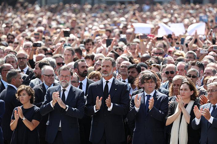İspanya Kralı Felipe ve Başbakan Mariano Rajoy saldırının ardından düzenlenen anma törenine katıldı.