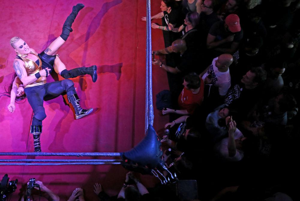 Londra'da bayanlar dövüş turnuvası