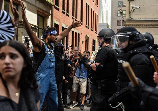 ABD'de ırkçılık karşıtları ile aşırı sağcılar karşı karşıya geldi - Boston