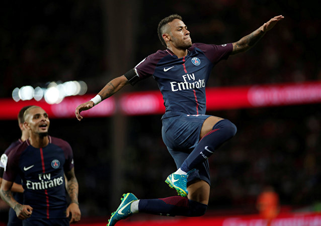 Neymar, PSG'de gol sevinci