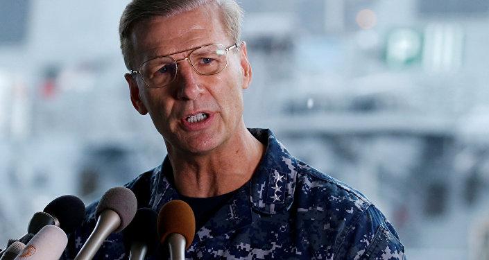 Görevden alınan  ABD Donanması 7.Filo Komutanı Koramiral Joseph Aucoin