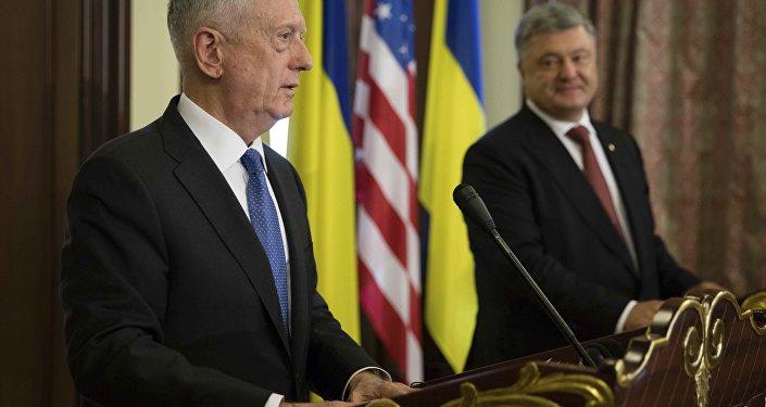 ABD Savunma Bakanı James Mattis, Ukrayna Devlet Başkanı Pyotr Poroşenko