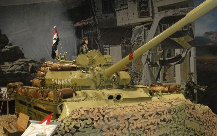 IŞİD'den ele geçirilen İsrail ve NATO yapımı silahlar Suriye'de sergilendi