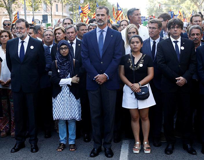 Barcelona'da teröre karşı Korkmuyorum gösterisine İspanya Kralı 6. Felipe, Başbakan Mariano Rajoy en ön saflarda katıldı.