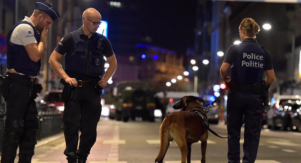 Belçika'da Müslüman kızın vücuduna kesici aletle haç çizdiler