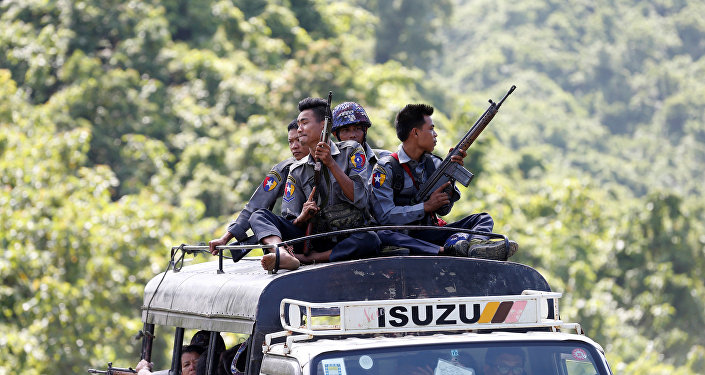 Myanmar, polis