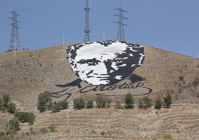 Uzaydan görülen dev Atatürk portresi yenilendi
