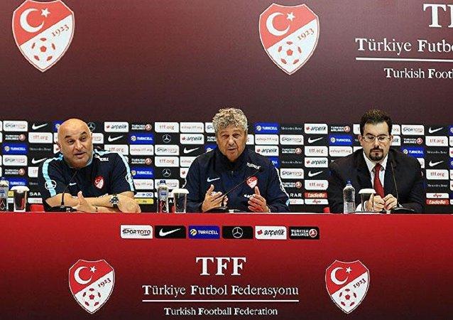 A Milli Futbol Takımı'nın teknik direktörü Mircea Lucescu