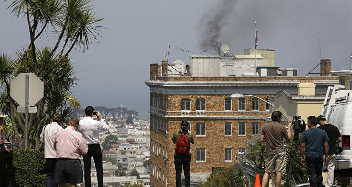 ABD'nin San Fransisco konsolosluğundan çıkan siyah dumanlar