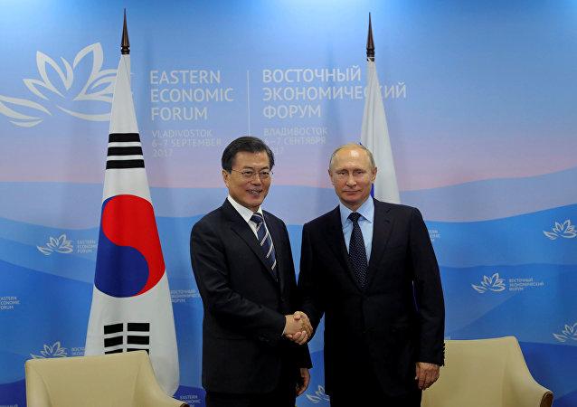 Güney Kore lideri Moon Jae-in, Rusya Devlet Başkanı Vladimir Putin