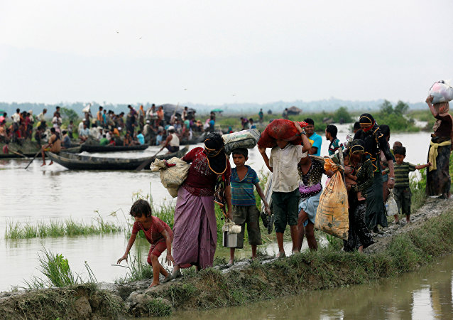 Myanmar-Bangladeş sınırını geçmeye çalışan Arakanlı Müslümanlar